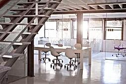משרדים להשכרה ברחוב יגאל אלון  בתל אביב, במרחק הליכה מתחנת רכבת השלום