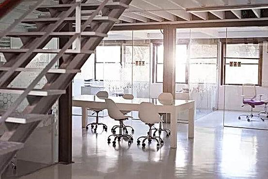 """מבנה תעשייה להשכרה בחולון כולל 150 מ""""ר משרדים"""