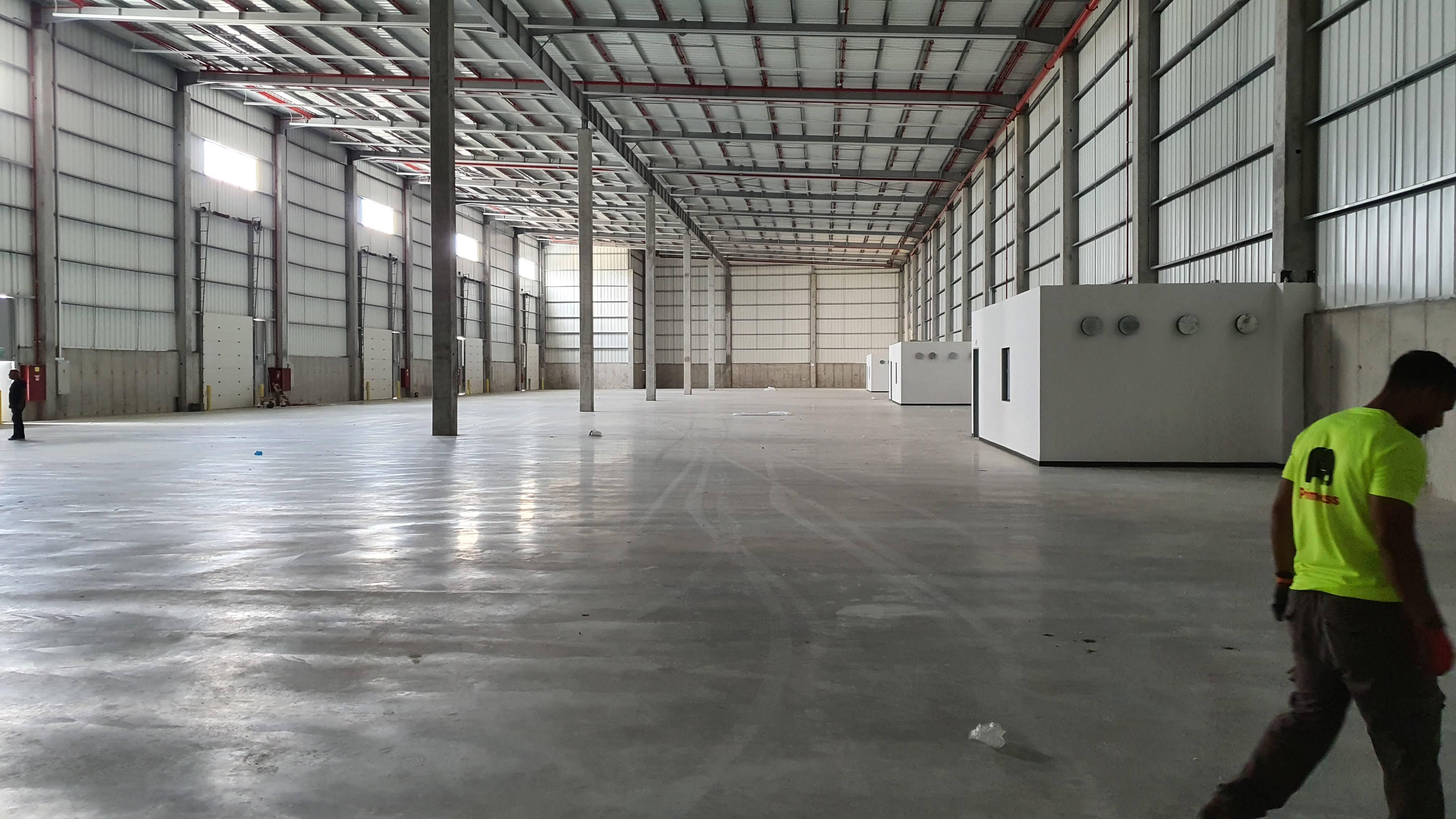 """להשכרה ליד נמל אשדוד מבנה תעשייה , מרכז לוגיסטי של כ 10000 מ""""ר  על 20 דונם   , כניסה ינואר 2022"""