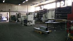 מבנה תעשייה עצמאי במערב ראשון לציון בעל תקרה גבוה מתח חשמל לא מוגבל וחצר תפעולית פרטית סגורה