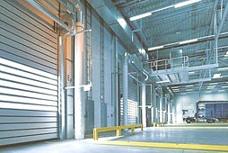 """מבנה תעשייה לאחסנה להשכרה בפתח תקווה 800 מ""""ר גבוהה עם חצר"""