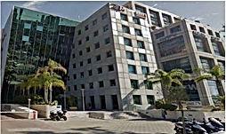 משרדים להשכרה במרכז העסקים רמת  החייל בתל אביב.