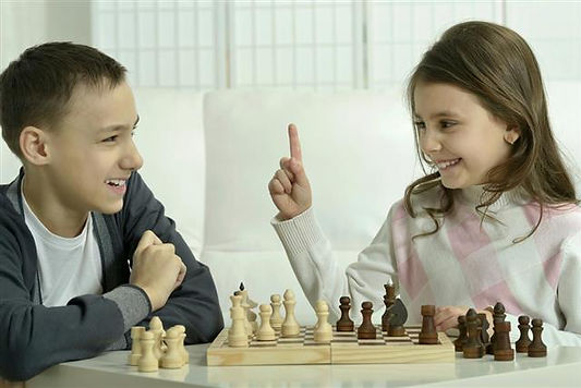640-91742283-boy-and-girl-playing-chess.