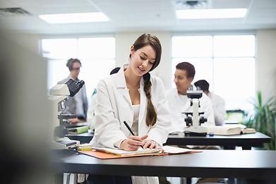 Estudiante Laboratorio de Ciencias
