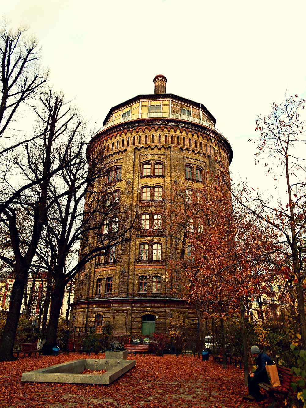 Berlin: a water tower transformed into flats