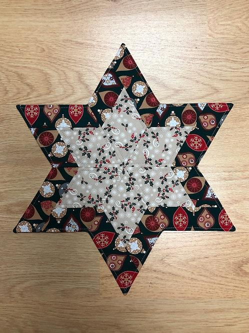 Estrella navideña - hojas de acebo y bolas de navidad