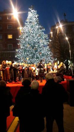 Il nostro coro a Piazza Roma (AN)