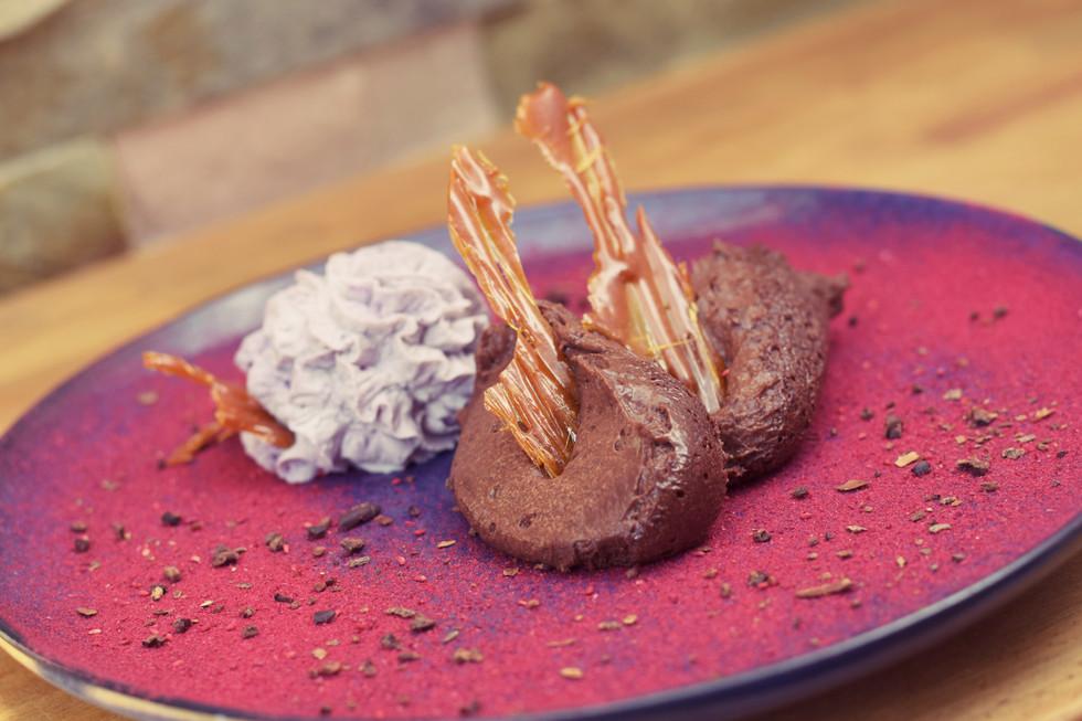 Schokomousse mit Heidelbeer-Vanilleschlagobers