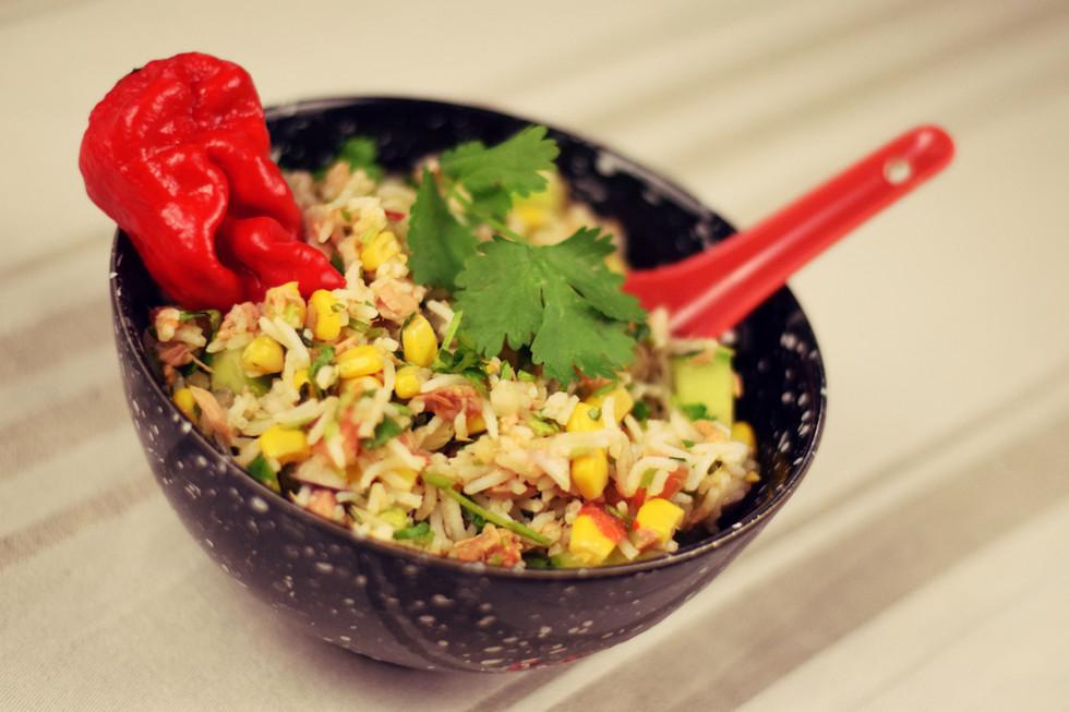 Asiatisch angehauchter Gemüsereis mit Thunfisch