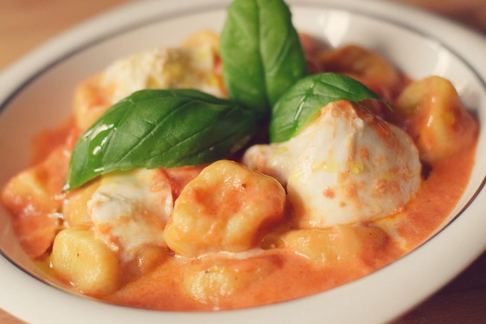 Gnocchi mit Paradeisersauce und Büffelmozzarella