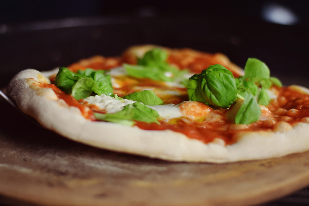 Pizza vom Weber Pizzastein