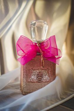 close-photograph-of-glitter-pink-fragran