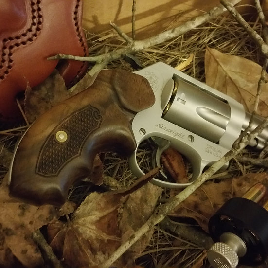 "S&W J-Frame ""Walnut"" Round Butt SC Boot Clip Grip HTC"
