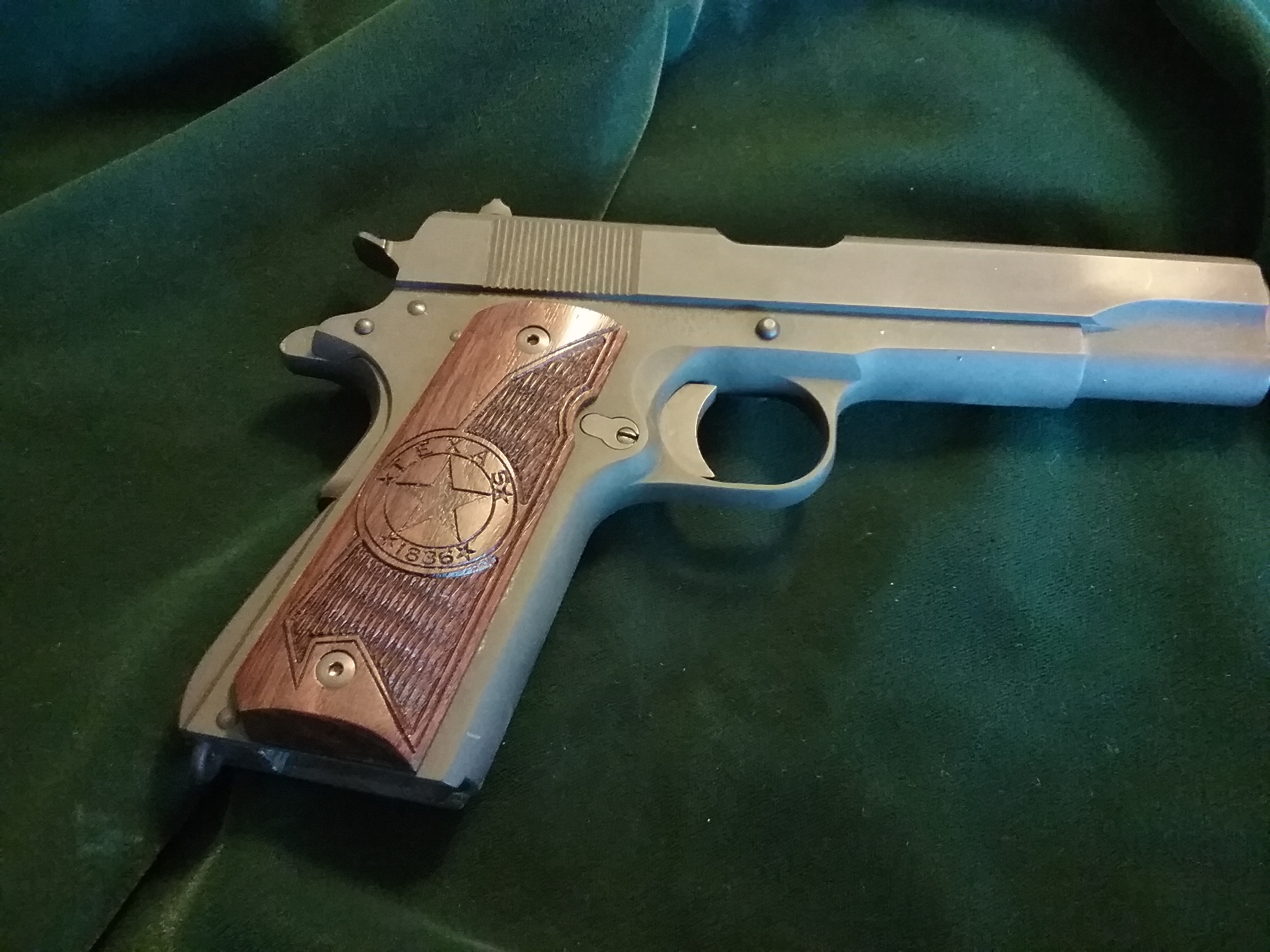 1911 - Full Size - Walnut