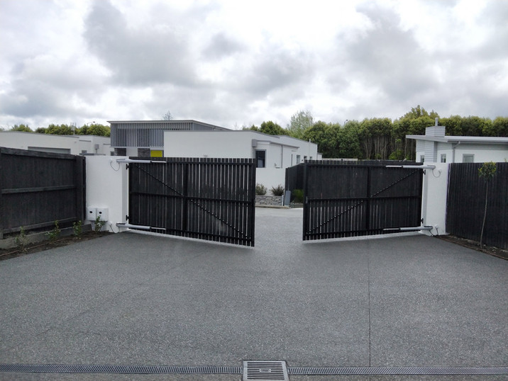 Double swinging automatic gates. Keypad