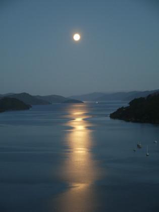 Okiwa Bay Lodge moon over water