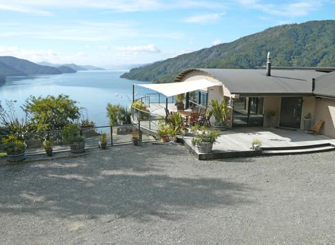Okiwa Bay Lodge - Outside
