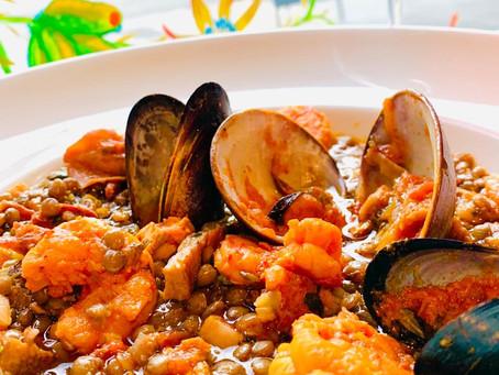 La Pescadorita ofrece un menú tradicional y marino para conmemorar la Revolución de Mayo