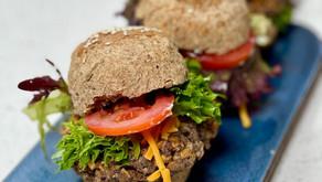 Panes de hamburguesa integrales, veganos y sin levadura