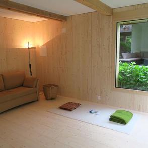 Gäste Meditations Raum im Meditations- und Spirituellem Zentrum Rheinschlucht, Versam, GR, Schweiz.jpg