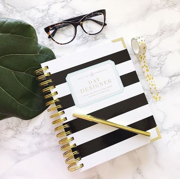 Classic, colorful, charming. There's a cover style to fit every personality! Don't forget, our Academic Year planners start July 1 so find the perfect style today and get ready to start planning! 📷: @iwantherjob