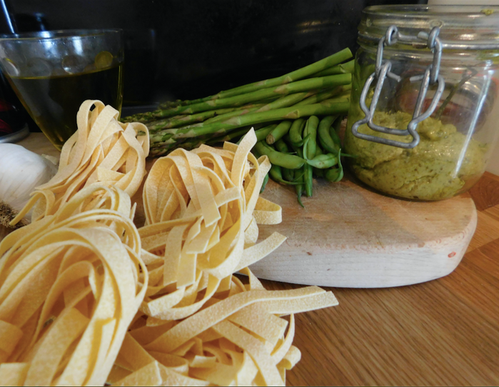 Pasta with pesto, asparagus & green beans