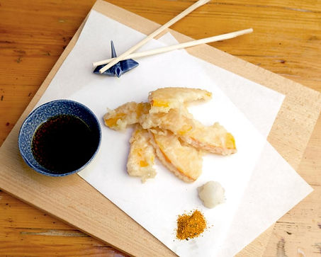 Gemüse-Tempura serviert im Restaurant Izakaya Nozomi