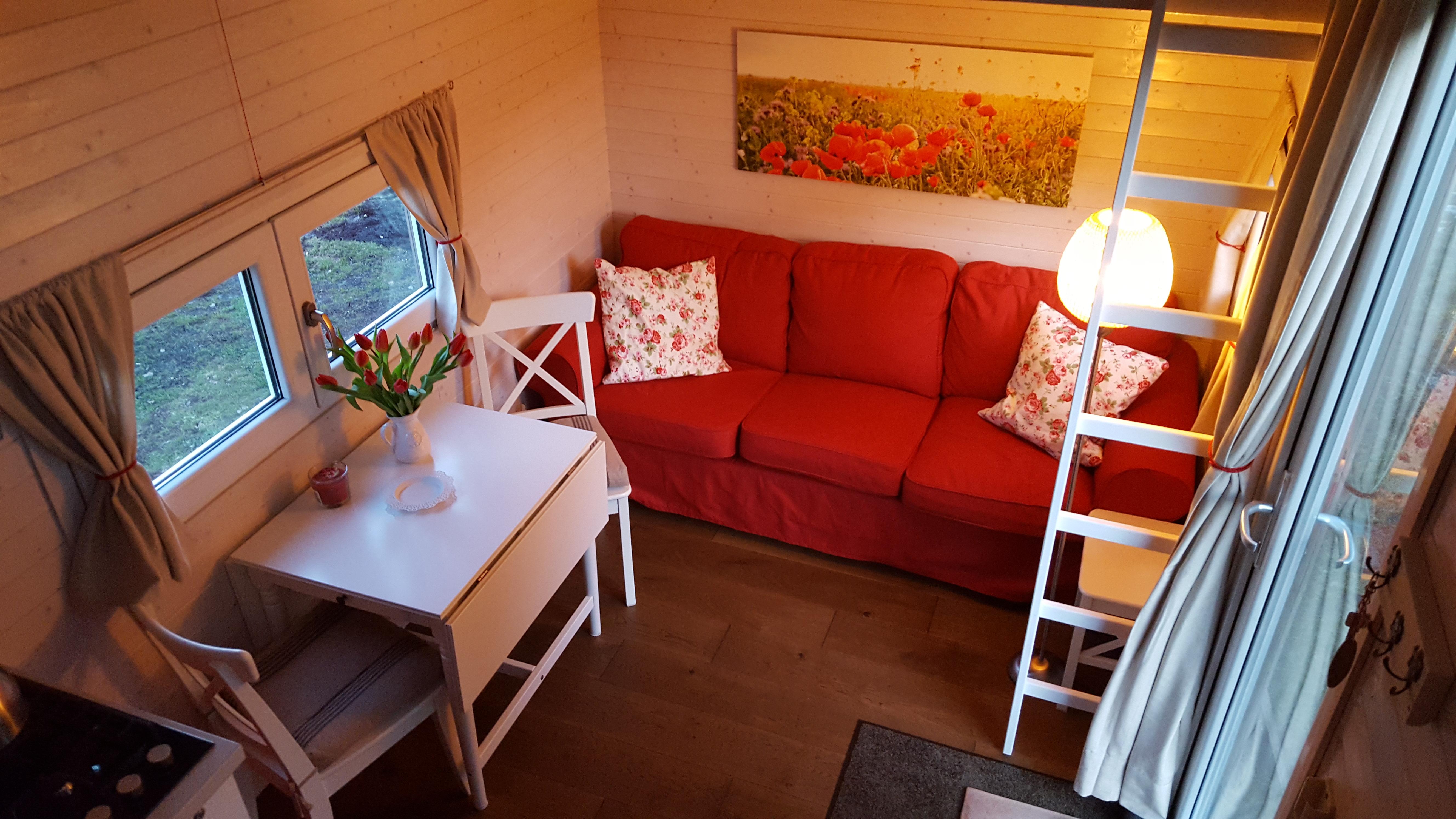urlaub im tiny house hotel tiny house village. Black Bedroom Furniture Sets. Home Design Ideas