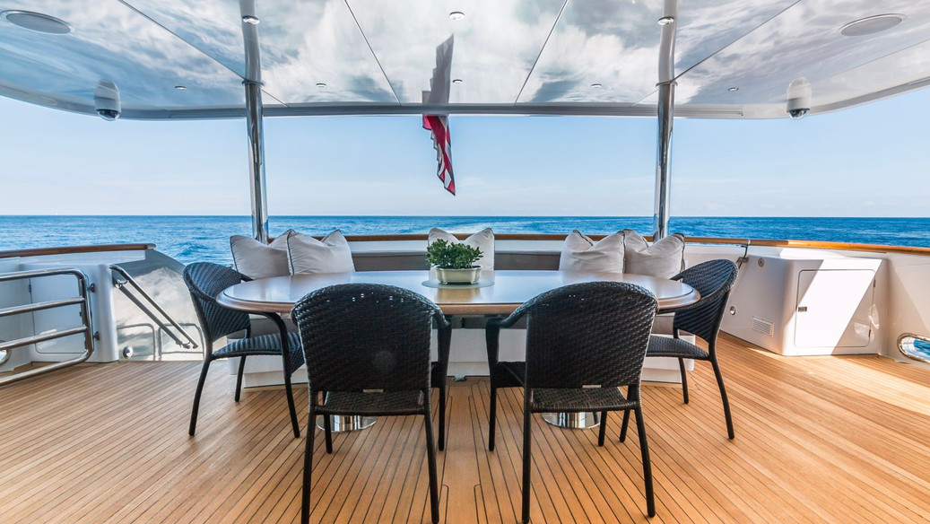loon_yacht_charter_iyc_main-aft-deck-1.j