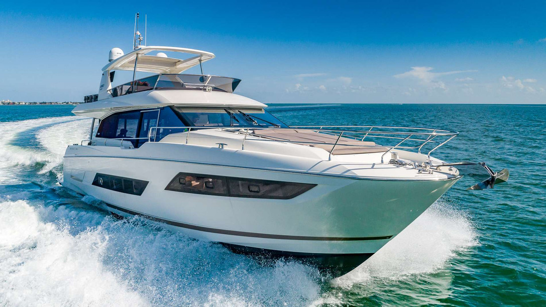 66' Sunseeker - cruising.jpg