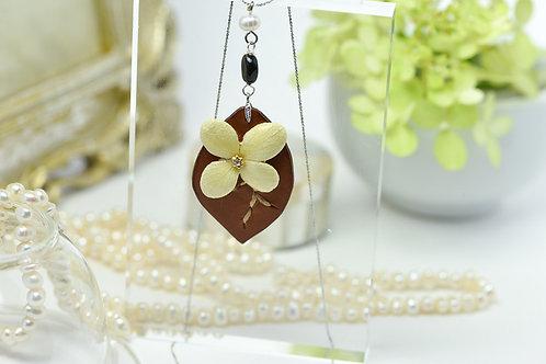 紫陽花とリーフのネックレス