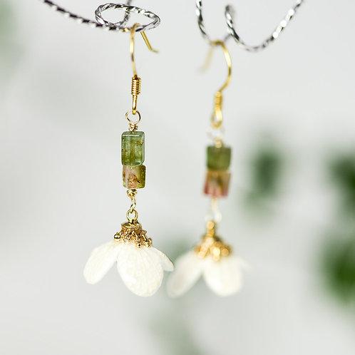 七分咲き小花のピアス〈シルバー〉
