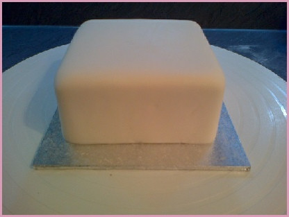 Icing A Christmas Cake In Pictures