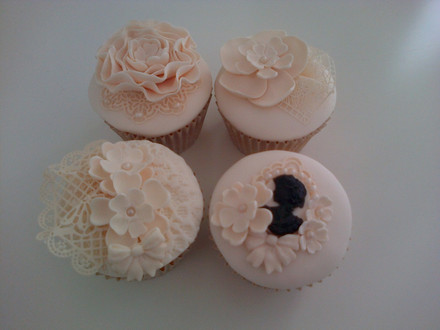 Guide to Ivory Lace Cupcakes
