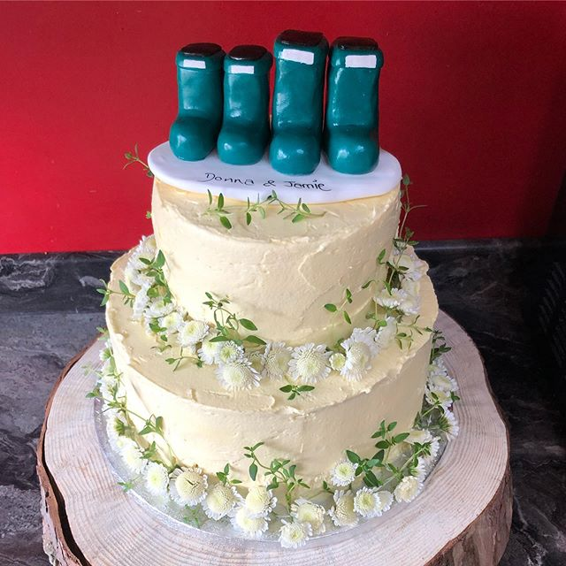 Vegan vanilla buttercream cake #weddingc