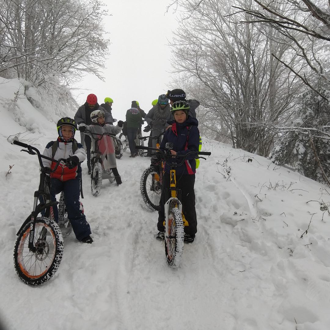 Dans la neige à plusieurs / In the snow together