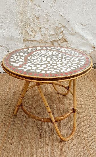 Table basse en mosaïque et rotin