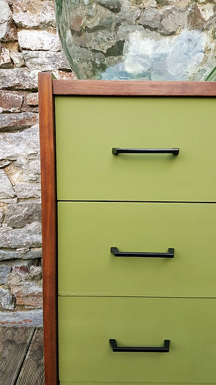 """Commode """"Le vert d'olive"""""""