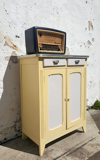 Buffet parisien jaune pastel