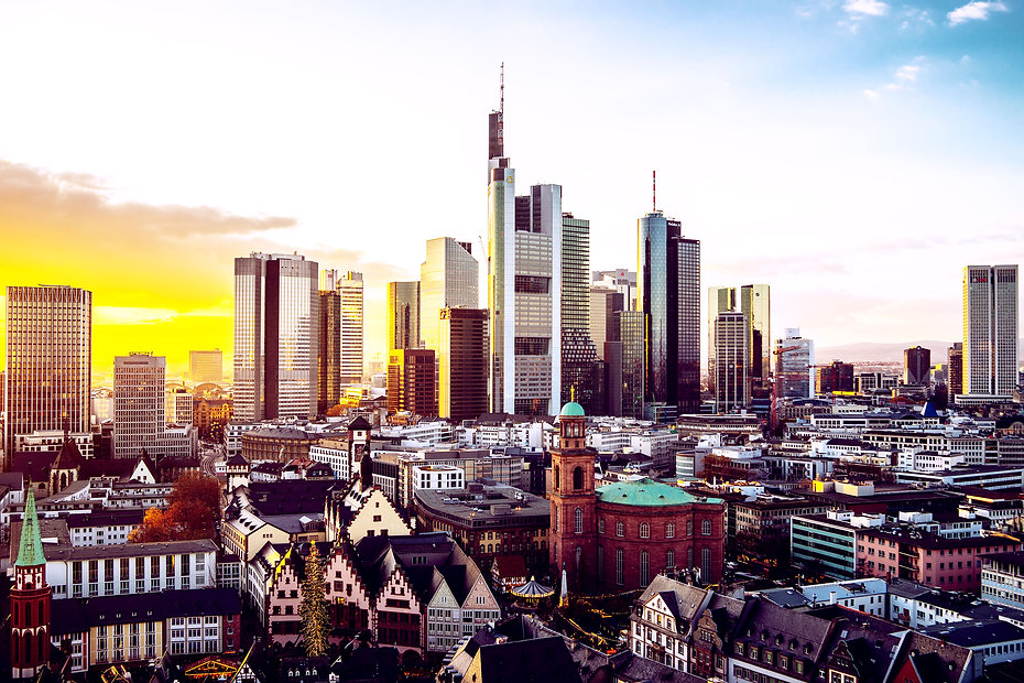 cityscape-of-frankfurt-covered-in-modern