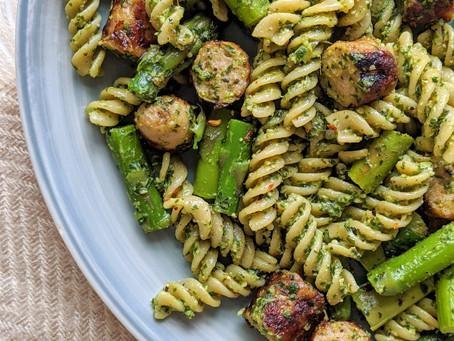 Skinny Pesto Pasta with Chicken Chipolatas and Asparagus 🌱
