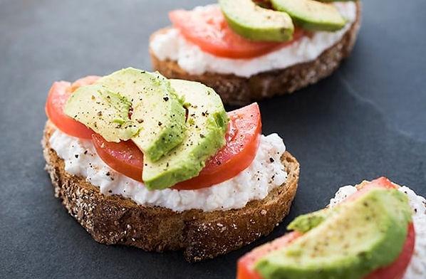 Avocado-Cottage-Cheese-Toast-with-Tomato