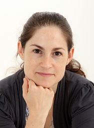 Noa Belling Author Picture (1).jpg