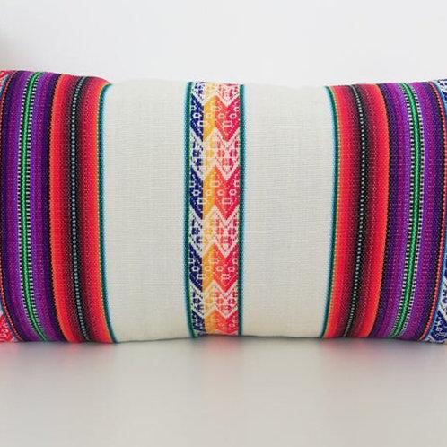 Kissen mit großen weißen Streifen, Gesamtansicht