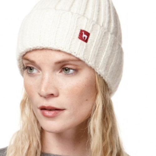 weiße Rippenstrick-Mütze aus Alpacawolle von vorne
