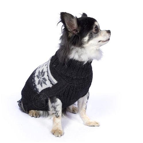 dunkel grauer Hundepullover mit Frostmuster, Sitzansicht