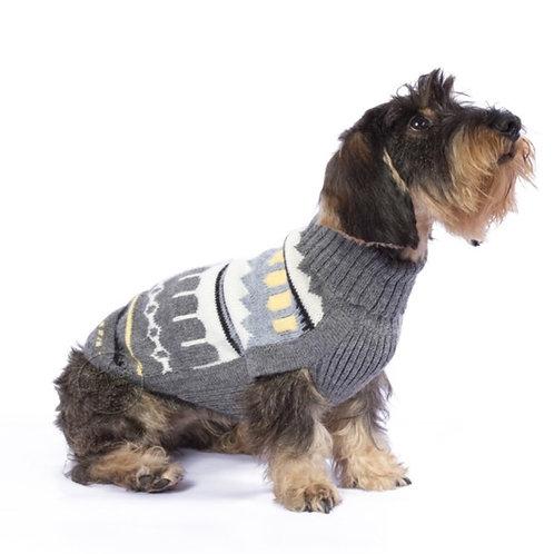 Hundepullover in grau, Pyramidenmuster, Sitzansicht