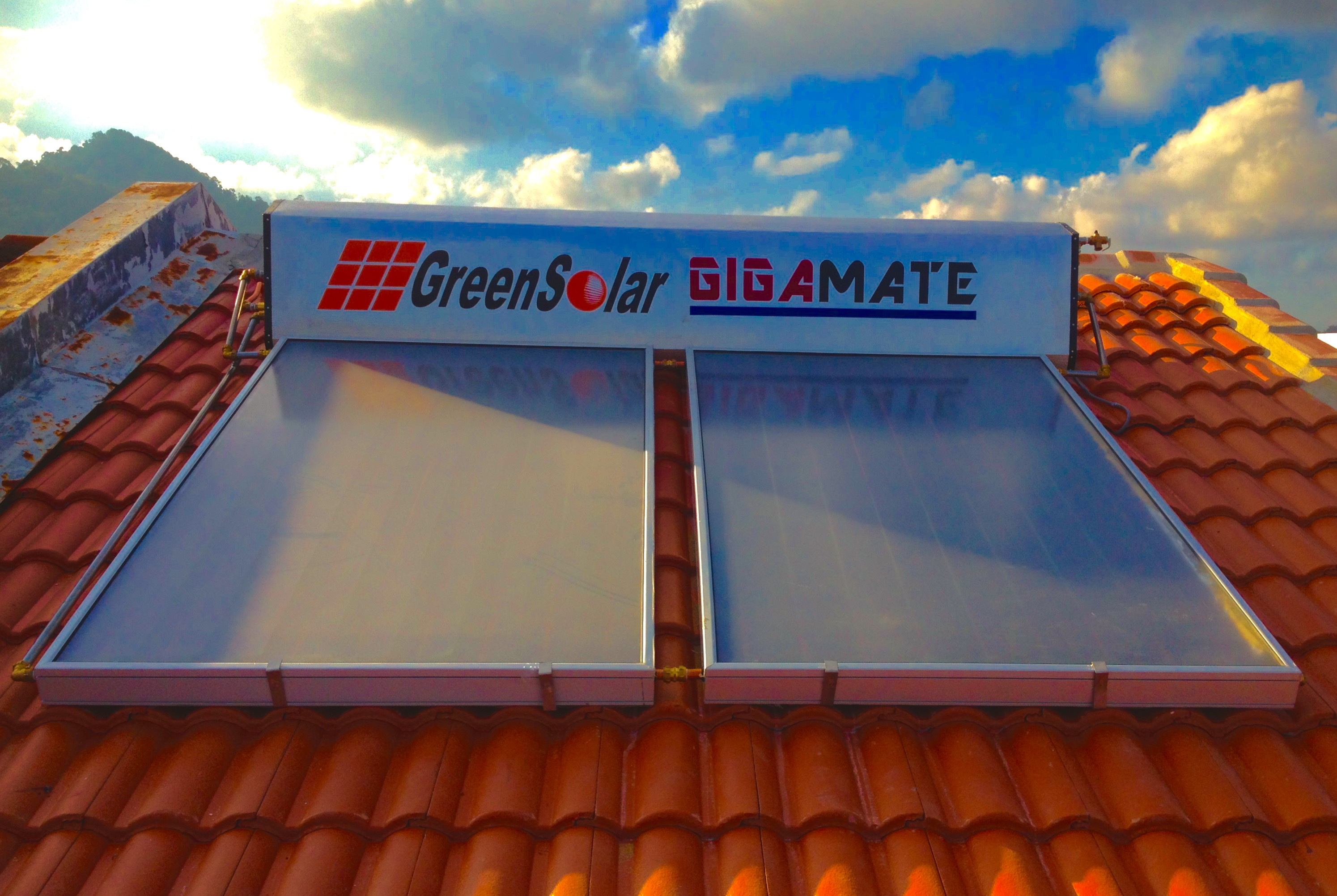 GIGAMATE Green Solar Hot Water Heater - Titanium Series