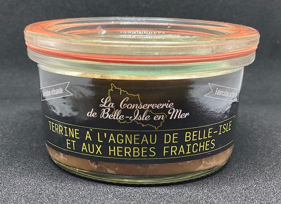Terrine à l'agneau de Belle-isle et aux herbes fraîches.