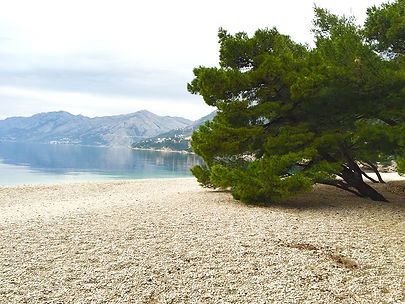brela_beachs2.jpg